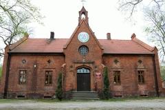Dawny-szpital-Juliusza-Rogera.Obecnie-siedziba-Ośrodka-Edukacyjnego-Zespołu-Parków-Krajobrazowych.